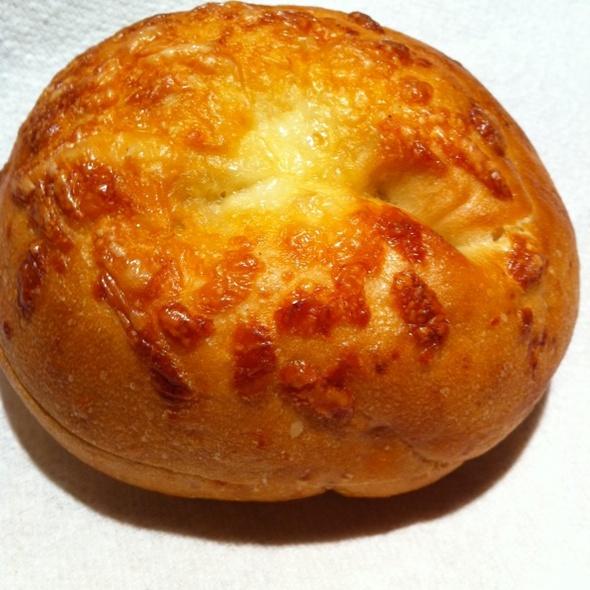 asiago-chedder-bagel